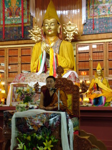 Yangten Rinpoche conferring Chenrezig Initiation